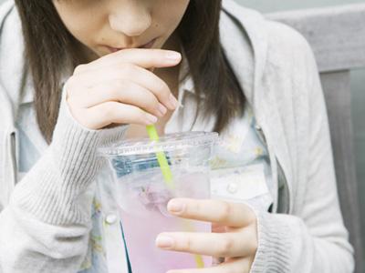 浪費癖を告白する女性